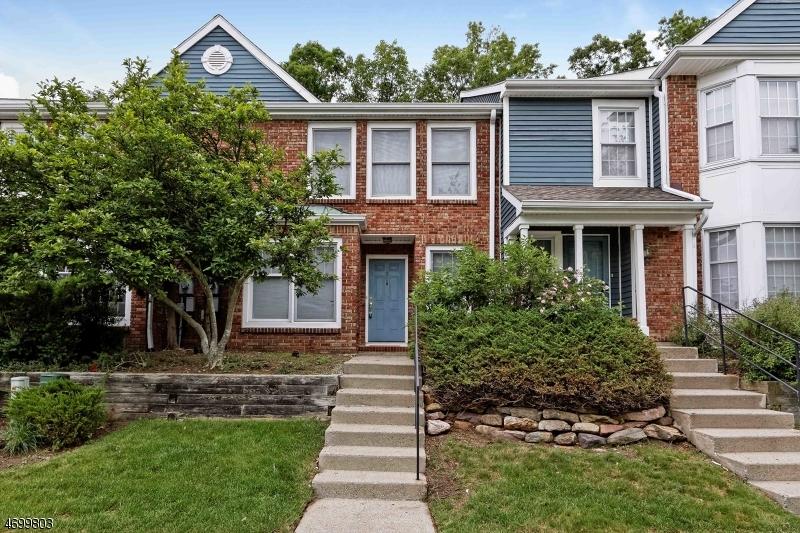 Casa Unifamiliar por un Alquiler en 130 Hawthorne Court Rockaway, Nueva Jersey 07866 Estados Unidos