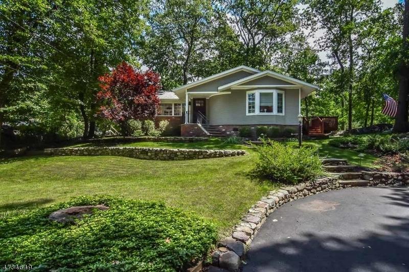 Einfamilienhaus für Verkauf beim 7 Woodlawn Drive 7 Woodlawn Drive Andover Township, New Jersey 07821 Vereinigte Staaten