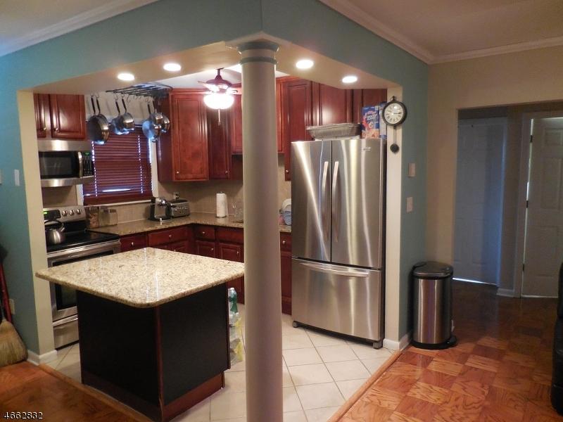 Casa Unifamiliar por un Alquiler en 100 Luttgen Pl, UNIT B-3 Linden, Nueva Jersey 07036 Estados Unidos