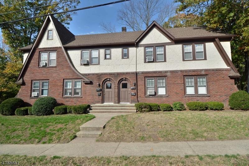 Maison unifamiliale pour l à louer à 51-53 PIERCE Avenue Midland Park, New Jersey 07432 États-Unis
