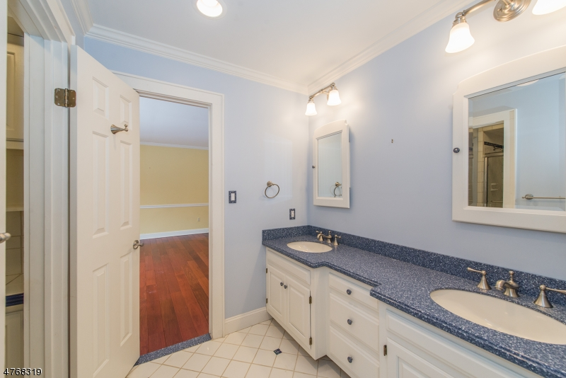 Additional photo for property listing at 52 Beverly Drive  Bernardsville, New Jersey 07924 United States