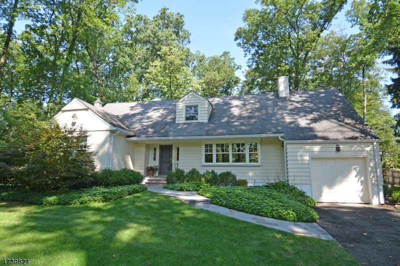 独户住宅 为 销售 在 27 Mountain Avenue 新普罗维登斯岛, 新泽西州 07901 美国
