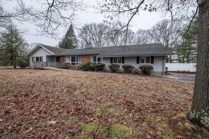 Einfamilienhaus für Verkauf beim 33 Manor Drive 33 Manor Drive Andover Township, New Jersey 07860 Vereinigte Staaten