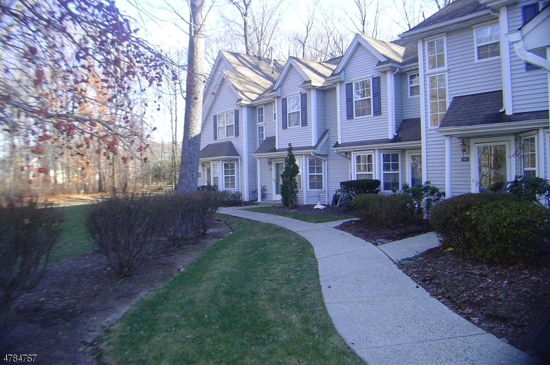 Casa Unifamiliar por un Alquiler en 1403 Bedford Drive Pequannock, Nueva Jersey 07444 Estados Unidos