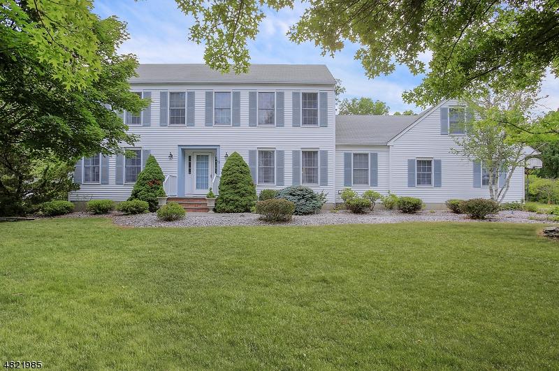 Частный односемейный дом для того Продажа на 15 ELMENDORF Circle Hillsborough, Нью-Джерси 08844 Соединенные Штаты
