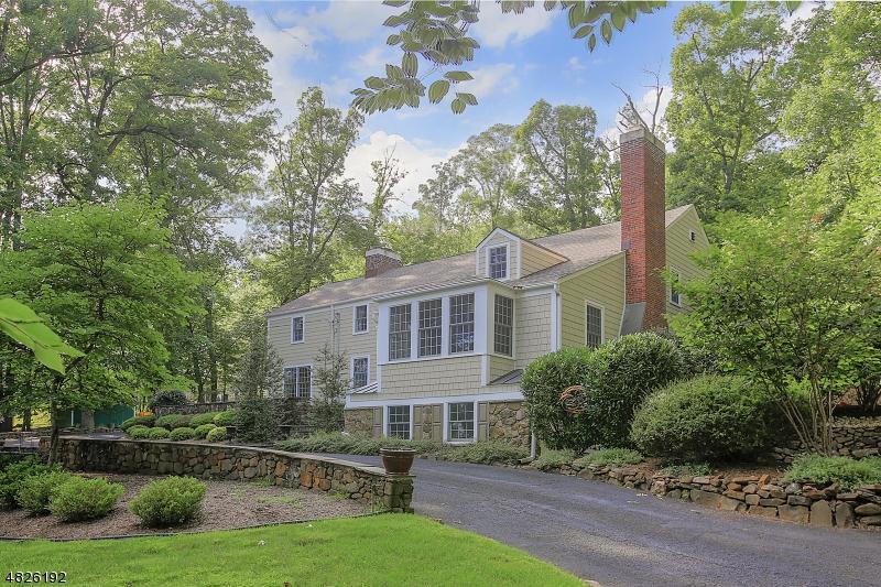Maison unifamiliale pour l Vente à 951 N MOUNTAIN Avenue Bridgewater, New Jersey 08807 États-Unis