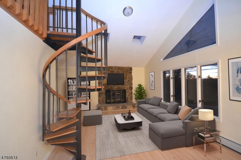 独户住宅 为 销售 在 138 Notch Road Jefferson Township, 新泽西州 07438 美国
