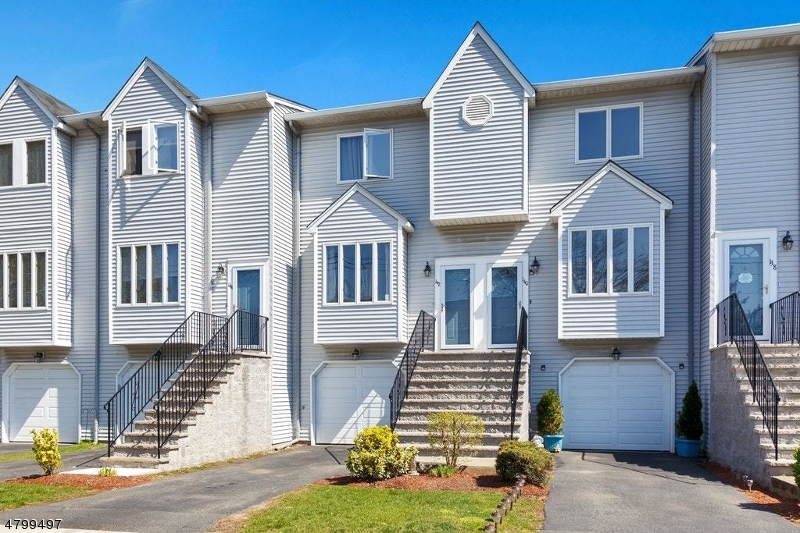 Condo / Townhouse for Sale at 142 OAK Street Wood Ridge, New Jersey 07075 United States