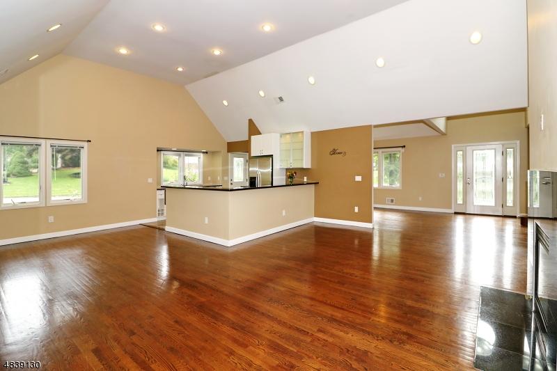 Tek Ailelik Ev için Satış at 1618 LARKSPUR Drive Mountainside, New Jersey 07092 Amerika Birleşik Devletleri