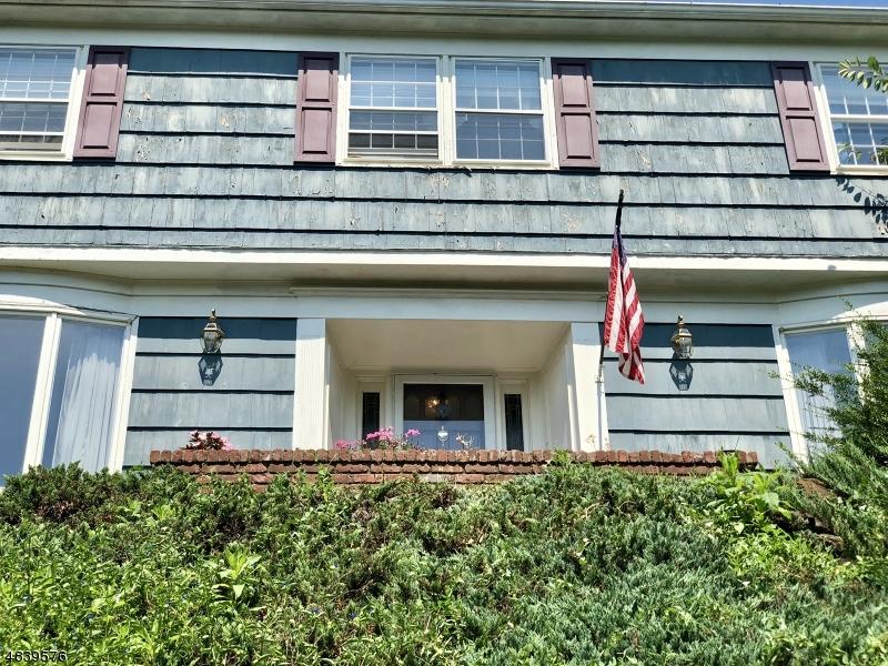 独户住宅 为 销售 在 1397 OUTLOOK Drive Mountainside, 新泽西州 07092 美国