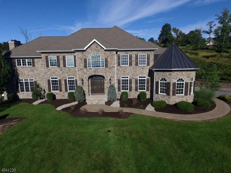 Частный односемейный дом для того Продажа на 27 NEWCASTLE WAY Raritan, Нью-Джерси 08822 Соединенные Штаты