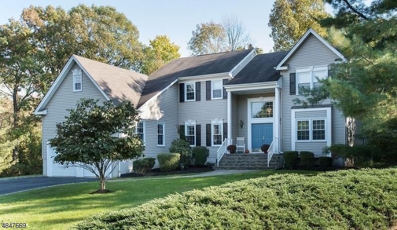 Maison unifamiliale pour l Vente à 8 McManus Drive Bridgewater, New Jersey 08807 États-Unis