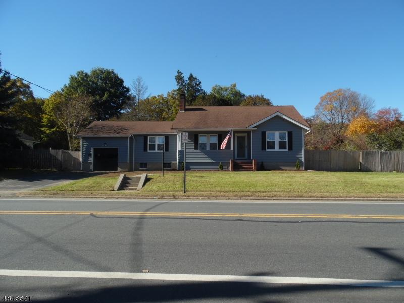 Maison unifamiliale pour l Vente à 705 HIGH Street Hackettstown, New Jersey 07840 États-Unis