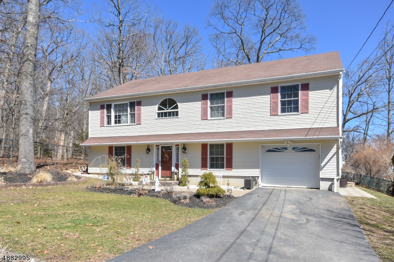 Villa per Vendita alle ore 128 STAR LAKE Road Bloomingdale, New Jersey 07403 Stati Uniti