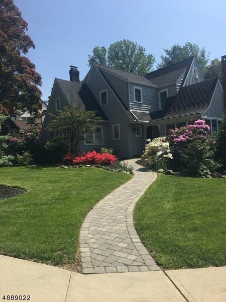 Частный односемейный дом для того Продажа на 11 RANDOLPH Place Verona, Нью-Джерси 07044 Соединенные Штаты