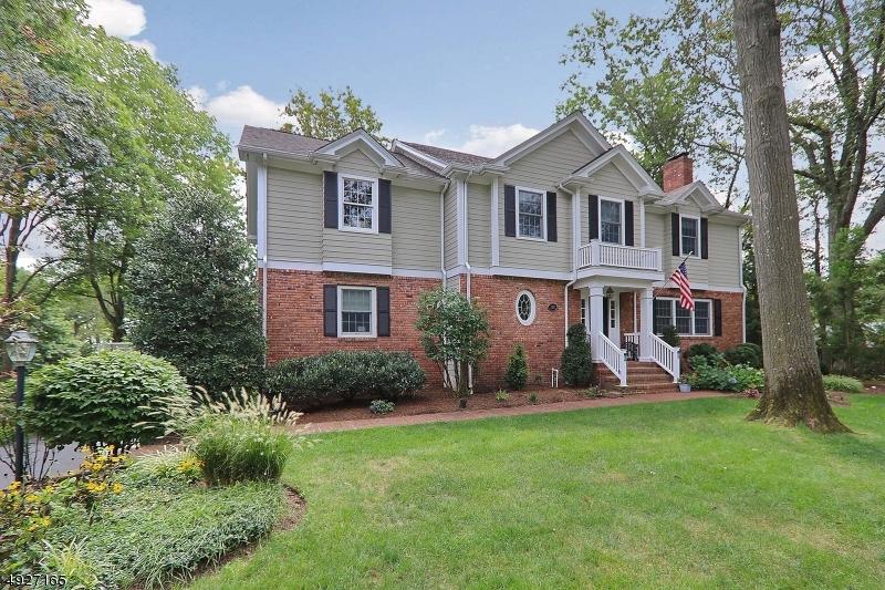 Single Family Homes för Försäljning vid Mountainside, New Jersey 07092 Förenta staterna