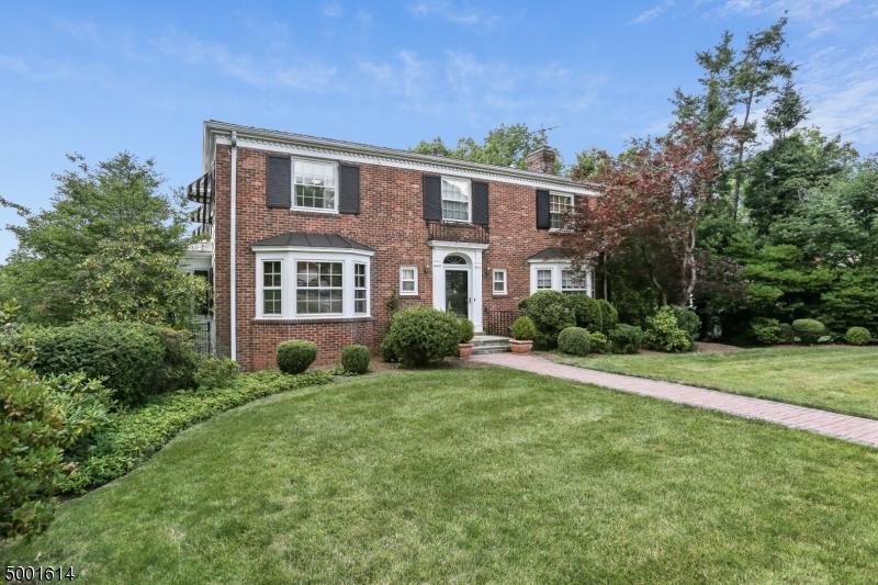 Single Family Homes pour l Vente à South Orange, New Jersey 07079 États-Unis
