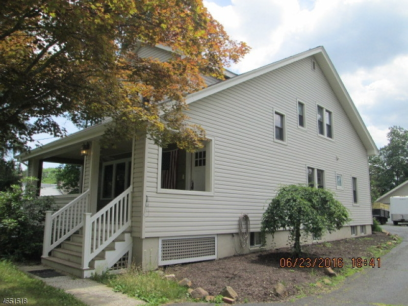 Single Family Home for Sale at 18 Kuntz Avenue Berkeley Heights, New Jersey 07922 United States