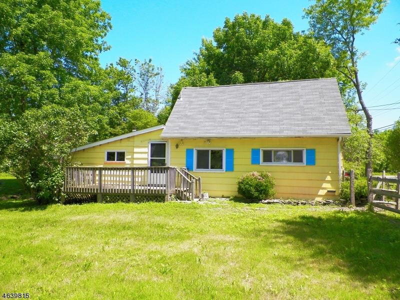 独户住宅 为 销售 在 196 Bartley Road 长谷, 新泽西州 07853 美国