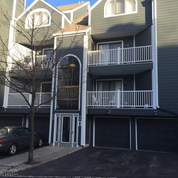 独户住宅 为 销售 在 13-B TRIUMPH Court 东拉塞福, 07073 美国