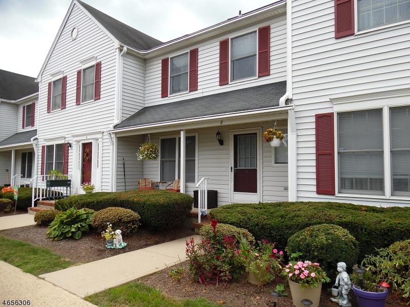Casa Unifamiliar por un Venta en 8 Giles Biondi Court Bound Brook, Nueva Jersey 08805 Estados Unidos
