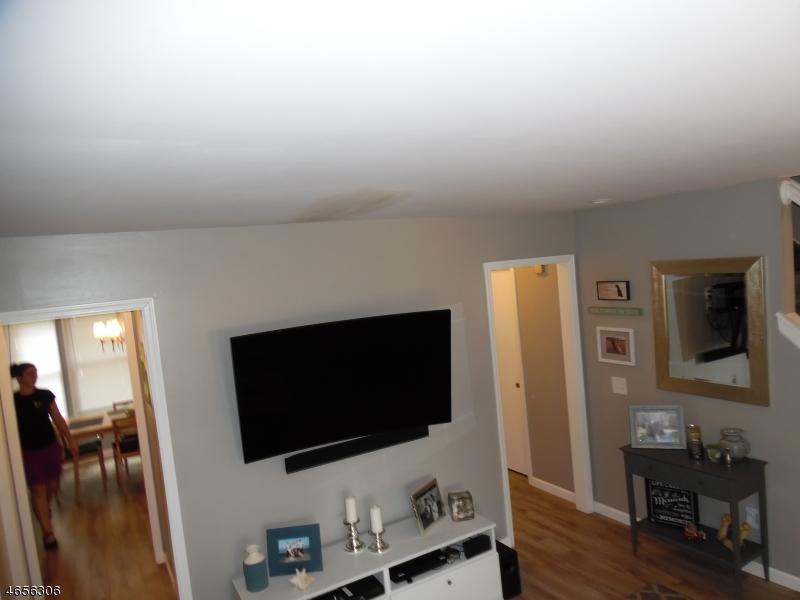 Additional photo for property listing at 8 Giles Biondi Court  Bound Brook, Nueva Jersey 08805 Estados Unidos