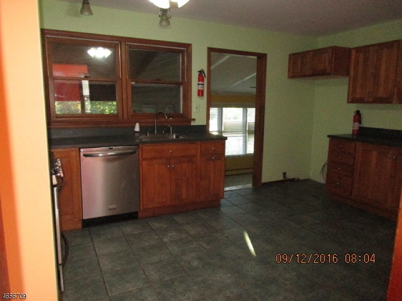Additional photo for property listing at 103 Glenwild Avenue  Bloomingdale, Нью-Джерси 07403 Соединенные Штаты