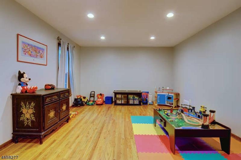 Additional photo for property listing at 770 Weemac Road  Martinsville, Нью-Джерси 08836 Соединенные Штаты