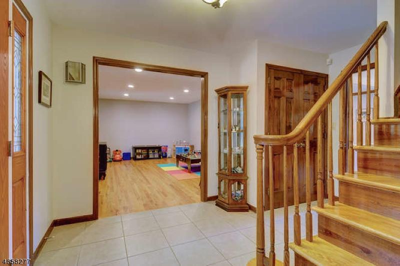 Additional photo for property listing at 770 Weemac Road  Martinsville, Nueva Jersey 08836 Estados Unidos
