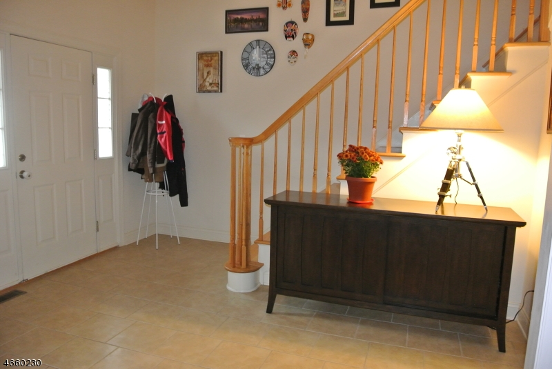 Additional photo for property listing at 69 Bowers Drive  Hackettstown, New Jersey 07840 États-Unis