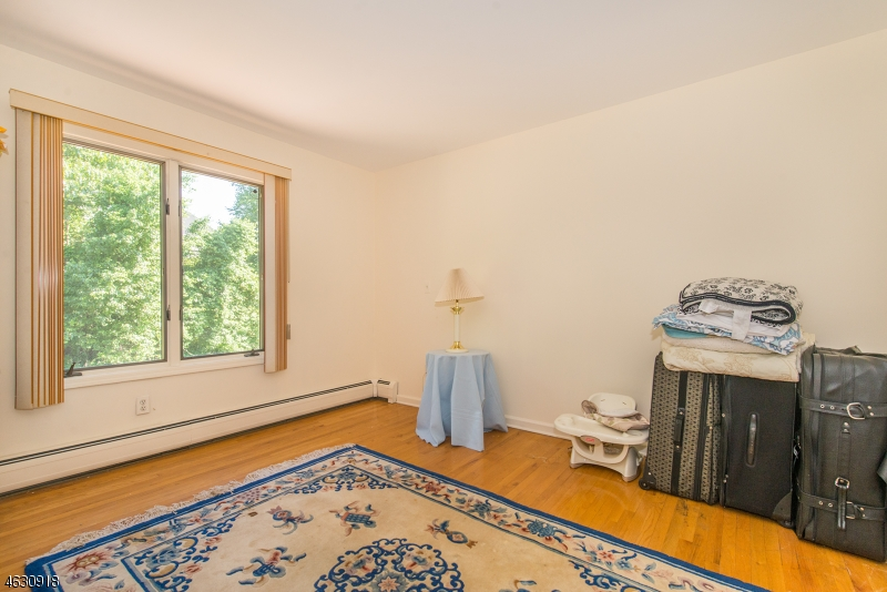 Additional photo for property listing at 127 Nellis Drive  Wayne, Nueva Jersey 07470 Estados Unidos
