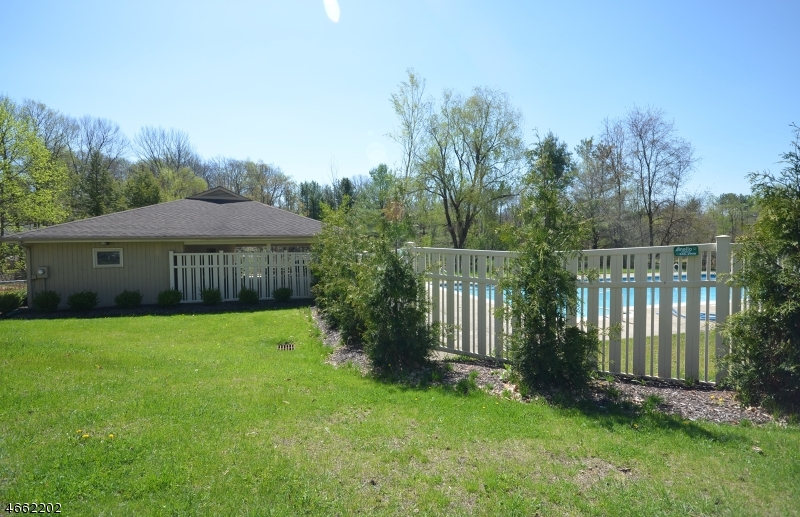 Additional photo for property listing at 10 Deer Run  Sparta, New Jersey 07871 États-Unis