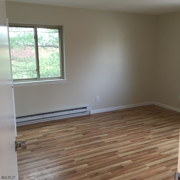Additional photo for property listing at 102 Harrison St, UNIT A-8  Belleville, New Jersey 07109 États-Unis
