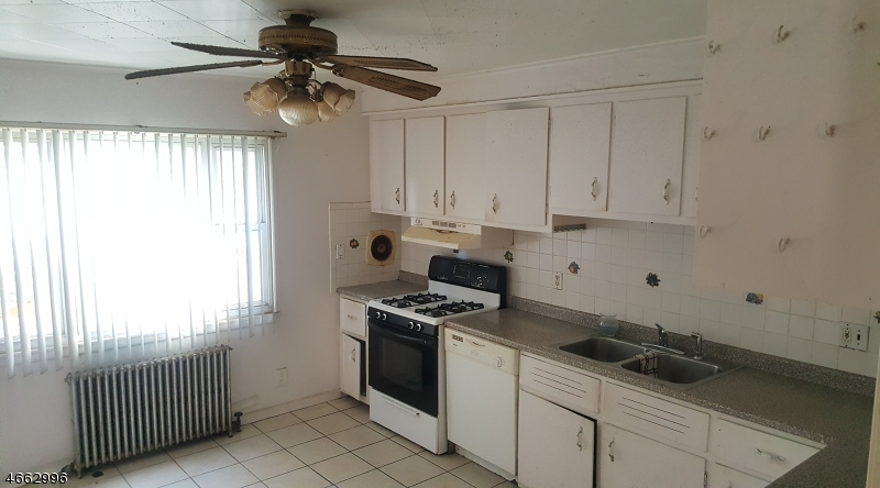 Additional photo for property listing at 122 Franklin Street  Elizabeth, New Jersey 07206 United States