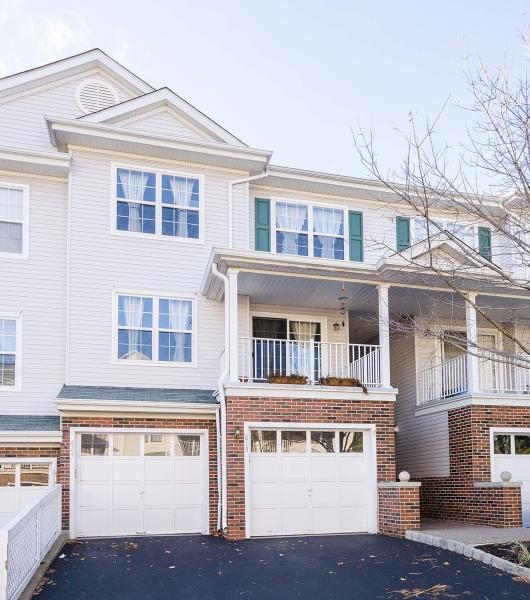 Частный односемейный дом для того Аренда на 613 Knollwood Court Denville, Нью-Джерси 07834 Соединенные Штаты
