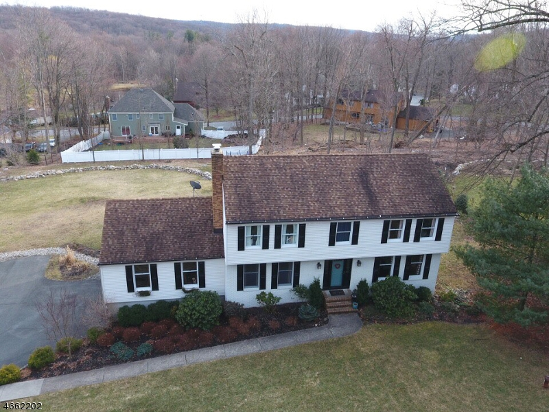 Additional photo for property listing at 10 Deer Run  Sparta, New Jersey 07871 United States