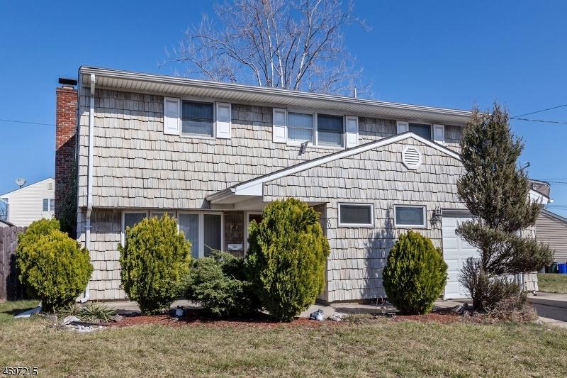 独户住宅 为 销售 在 60 Tennyson Street Carteret, 新泽西州 07008 美国