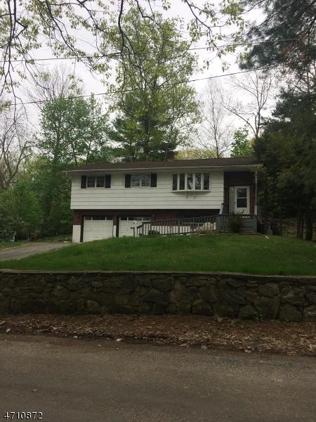 Einfamilienhaus für Verkauf beim 11 Ayers Circle 11 Ayers Circle Andover Township, New Jersey 07860 Vereinigte Staaten