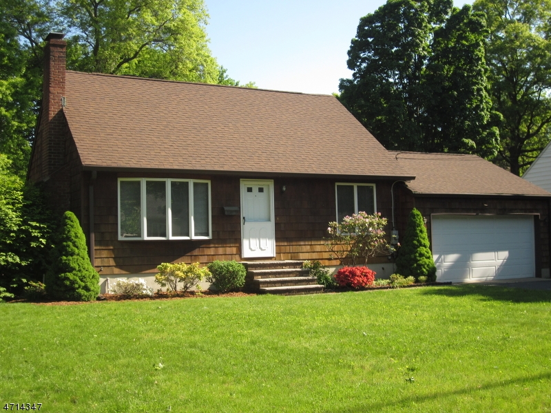 Частный односемейный дом для того Аренда на 34 Cameron Avenue Pequannock, Нью-Джерси 07444 Соединенные Штаты