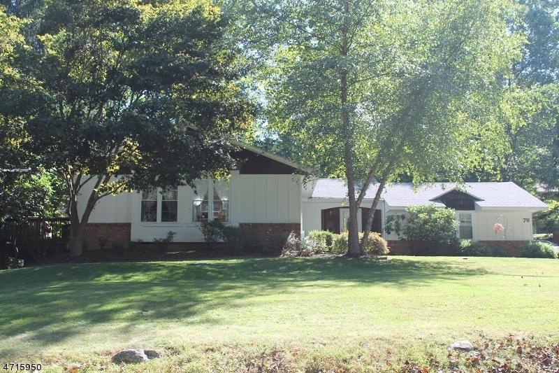 Maison unifamiliale pour l Vente à 78 Tamarack Road Byram Township, New Jersey 07821 États-Unis