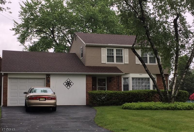 独户住宅 为 销售 在 7 Xenia Court Mine Hill, 07803 美国
