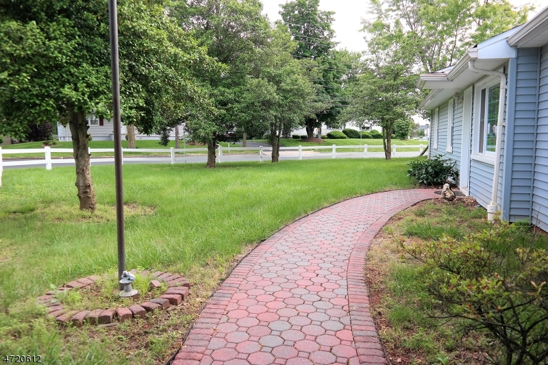 Additional photo for property listing at 527 E Main Street  Bridgewater, Нью-Джерси 08807 Соединенные Штаты
