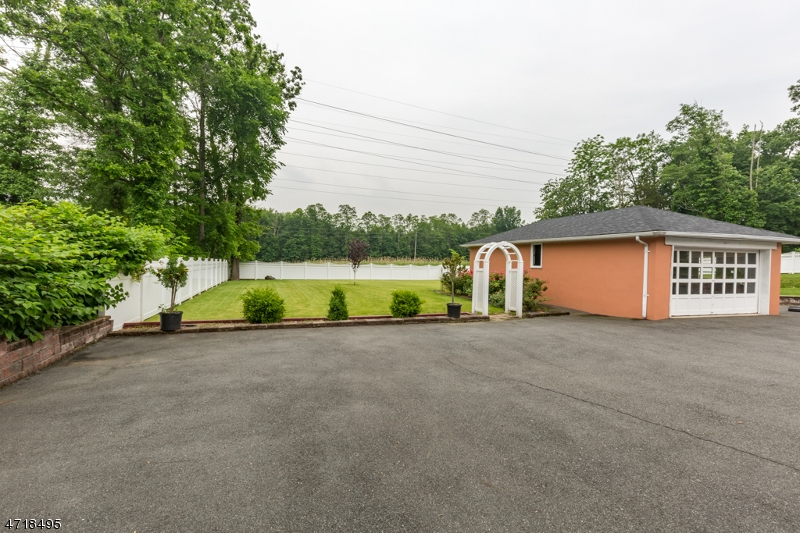 Additional photo for property listing at 107 WALNUT Street  Livingston, New Jersey 07039 Stati Uniti