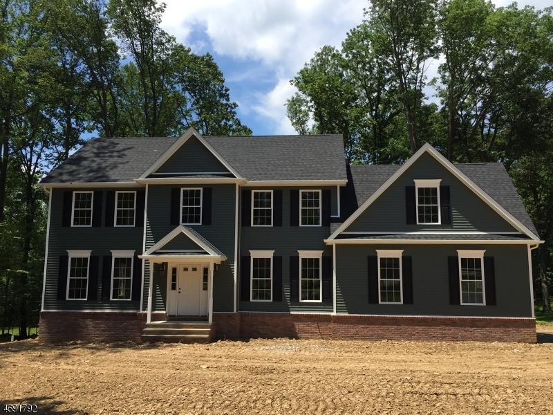 واحد منزل الأسرة للـ Sale في 37 North Road Chester, New Jersey 07930 United States