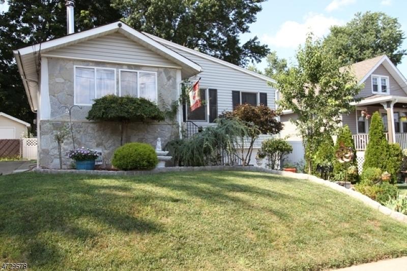 Maison unifamiliale pour l Vente à 57 Catherine Avenue Saddle Brook, New Jersey 07663 États-Unis