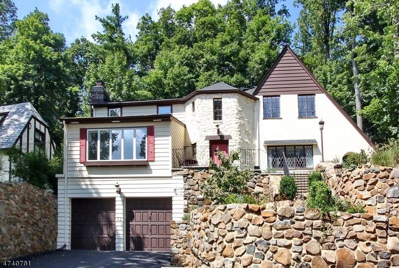 Maison unifamiliale pour l Vente à 22 Crestwood Drive Maplewood, New Jersey 07040 États-Unis