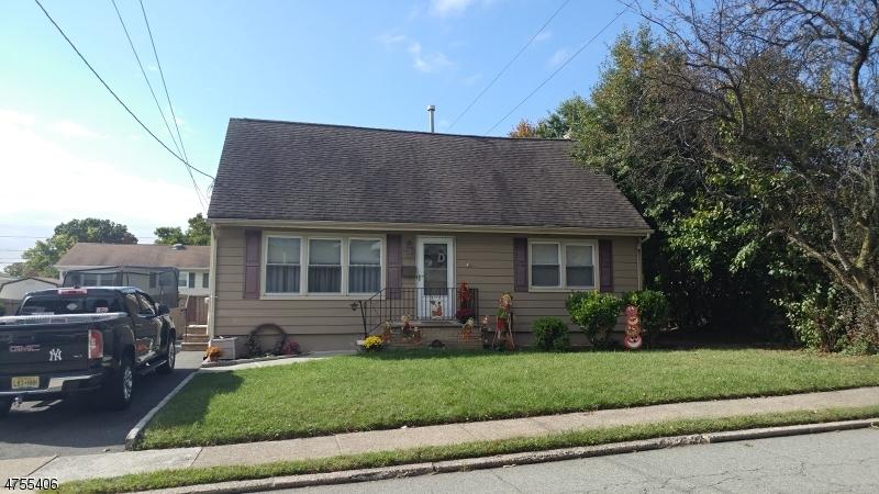 Einfamilienhaus für Verkauf beim 447 Harrison Street 447 Harrison Street Nutley, New Jersey 07110 Vereinigte Staaten