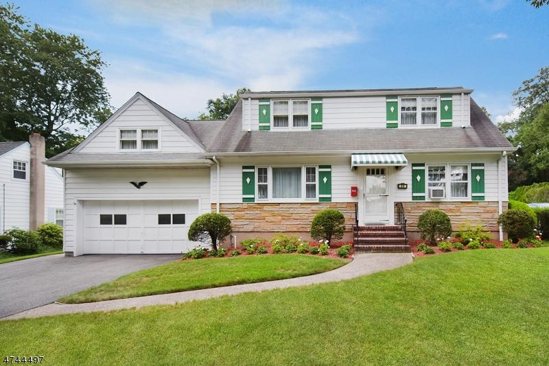 Частный односемейный дом для того Аренда на 46 Spring Valley Avenue Paramus, Нью-Джерси 07652 Соединенные Штаты