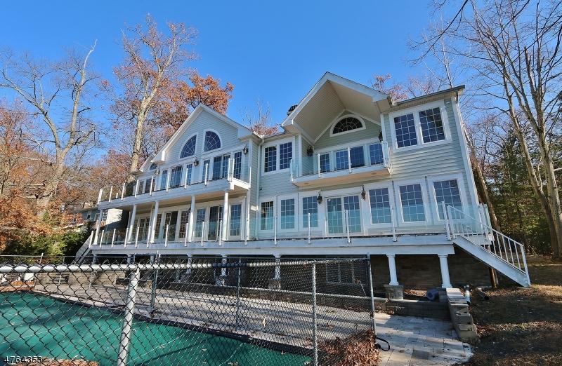 Частный односемейный дом для того Продажа на 180 PINES LAKE Drive Wayne, Нью-Джерси 07470 Соединенные Штаты