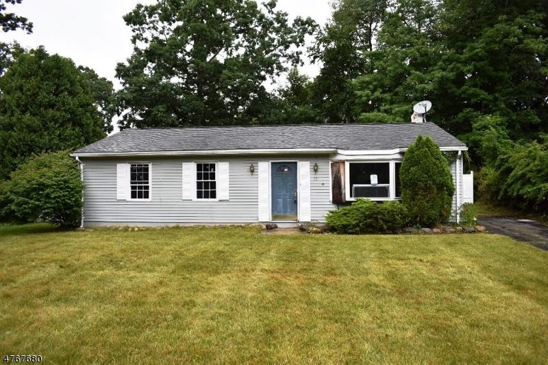Maison unifamiliale pour l Vente à 77 River Road Byram Township, New Jersey 07874 États-Unis